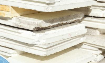 Styroporplatten von der Decke entfernen